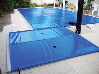 Egyszerű alakú medencéket merevített ponyvával érdemes lefedni