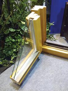 Korszerű, 5 ponton záródó fa ablak