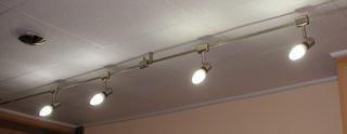 Mennyezeti lámpatestekbe is jól illenek a fazonos burájú energiatakarékos fénycsövek