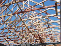 Előre gyártott tetőszerkezetek