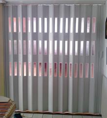 Egy ajtólamellába legfeljebb három ablaknyílást lehet elhelyezni