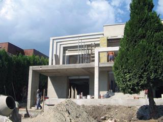 Házak építésekor a dekoratív szerkezeteket is látszóbetonból célszerű kialakítani