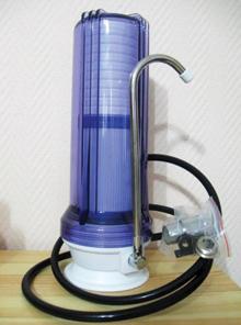 A vízhálózatra köthető asztali víztisztítók általában folyamatosan használhatók