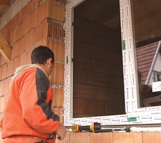 Az ablakra vonatkozó garancia csak szakszerű beépítés esetén érvényes