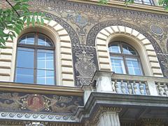 Íves ablakok műanyagból és fából